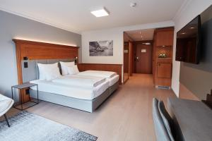 A bed or beds in a room at Hotel EDELWEISS Berchtesgaden Superior