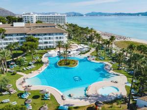 Widok na basen w obiekcie Playa Esperanza Resort - Affiliated by Melia lub jego pobliżu