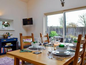 A restaurant or other place to eat at Birch Tree Cottage