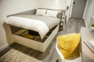 A bed or beds in a room at Chapter Lewisham Apartments
