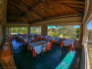A restaurant or other place to eat at Pousada Eldorado Das Gerais