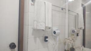 A bathroom at Angra dos Reis Flat Suíte no Portogalo