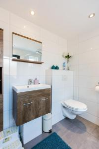 Ein Badezimmer in der Unterkunft Holiday Home Oostkapelle