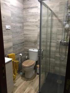 Uma casa de banho em Casa de Katiolo