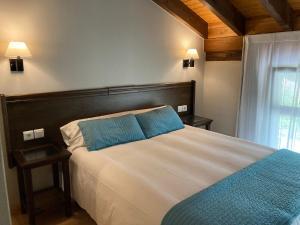 Cama o camas de una habitación en Apartamentos Aldea del Puente