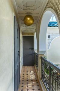 Ein Balkon oder eine Terrasse in der Unterkunft Riad Beldi