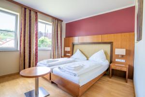 A bed or beds in a room at Mühlengarten by Relax Inn -kontaktlos-