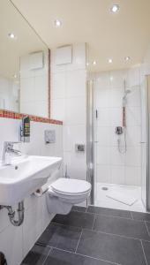 A bathroom at Mühlengarten by Relax Inn -kontaktlos-