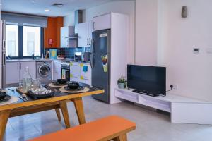 A television and/or entertainment center at Ensuite Rooms, DUBAI - SK