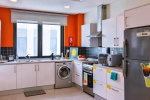 A kitchen or kitchenette at Ensuite Rooms, DUBAI - SK
