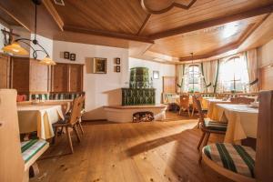 Ein Restaurant oder anderes Speiselokal in der Unterkunft Romantikschlössl Loipersdorf Adults Only
