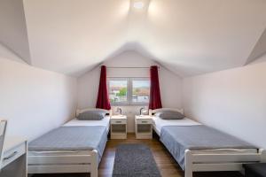 A bed or beds in a room at Apartman Krstičević