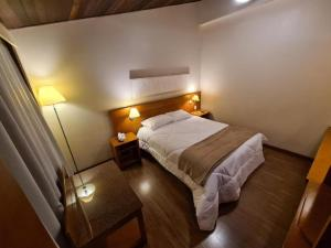 A bed or beds in a room at Flat em Gramado