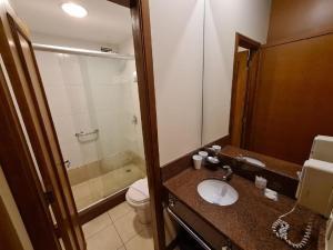 A bathroom at Flat em Gramado