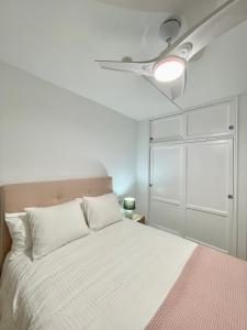 A bed or beds in a room at Fabuloso apartamento en Los Cancajos