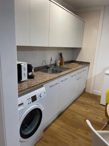 A kitchen or kitchenette at Fabuloso apartamento en Los Cancajos
