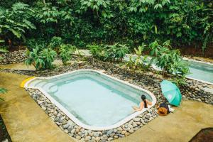 A view of the pool at La Tigra Rainforest Lodge or nearby