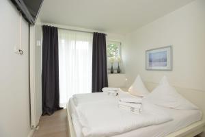 Ein Bett oder Betten in einem Zimmer der Unterkunft Viktoraresidenz Wohnung 3