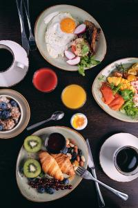 Breakfast options available to guests at Stord Hotel