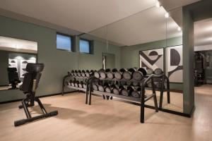 The fitness center and/or fitness facilities at Adina Apartment Hotel Leipzig