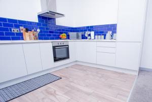 A kitchen or kitchenette at Spacious Urban City Apartment