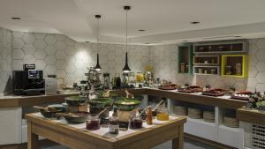 A restaurant or other place to eat at Holiday Inn Istanbul Old City, an IHG Hotel