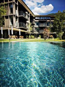 Der Swimmingpool an oder in der Nähe von zelloon boutiquehotel