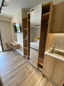 Cucina o angolo cottura di Roula Kotsonis Superior Apartment