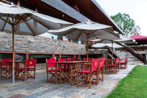 Un restaurante o sitio para comer en Hotel Xalet del Golf