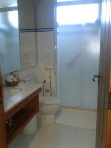Uma casa de banho em Hotel Toriba