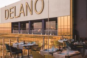 Ein Restaurant oder anderes Speiselokal in der Unterkunft Delano Las Vegas at Mandalay Bay