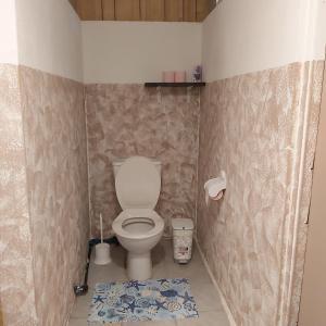 A bathroom at raihei location3