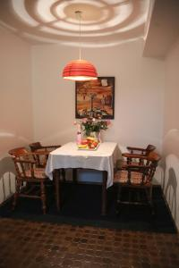 A restaurant or other place to eat at Apartment Centrum im Grünen