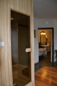 A bathroom at Thermae Grimbergen Hotel