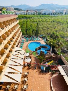 Вид на бассейн в Hotel Victoria Playa или окрестностях