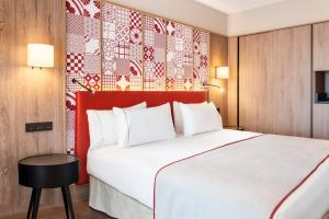 A bed or beds in a room at Eurostars Guadalquivir
