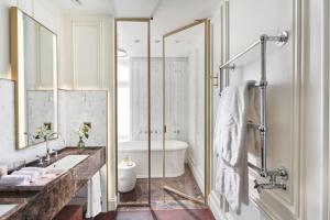 A bathroom at Mandarin Oriental, Ritz Madrid