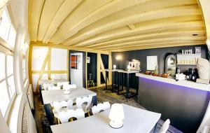A restaurant or other place to eat at Hotel Elch Boutique