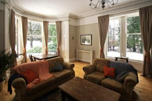 A seating area at Isla Bank House