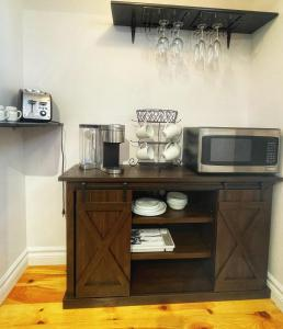 A kitchen or kitchenette at Auberge Le Lupin B&B