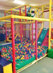 Plac zabaw dla dzieci w obiekcie Hotelik Mazurska Chata-BONY,restauracja, blisko aqapark, centrum,jezioro