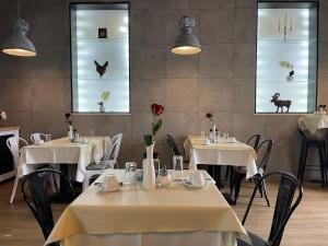 Ein Restaurant oder anderes Speiselokal in der Unterkunft Hotel Frederikspark