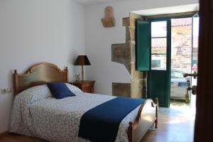 A bed or beds in a room at Casa Bolboreta