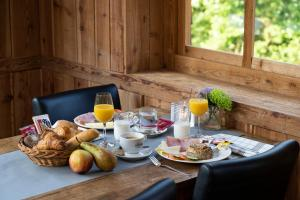 Breakfast options available to guests at Alpine Hotel SnowWorld