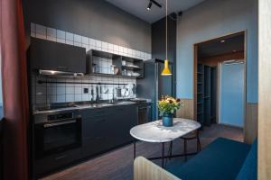 A kitchen or kitchenette at Mornington Hotel Bromma