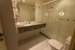 A bathroom at Master Porto Alegre Hotel