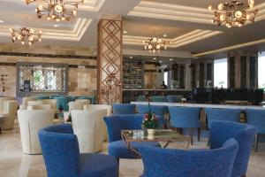 The lounge or bar area at Majestic Mirage Punta Cana, All Suites – All Inclusive