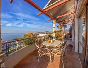 A balcony or terrace at Apartments and Rooms Levantin Inn