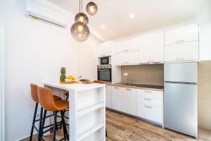 A kitchen or kitchenette at Corallium Lux