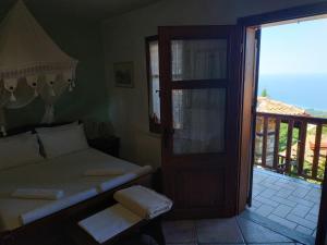 Ένα ή περισσότερα κρεβάτια σε δωμάτιο στο Νεφέλη